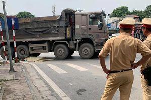 Vụ xe tải cán người phụ nữ tử vong ở Hà Nội: Xác định danh tính nạn nhân