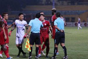 Hà Nội FC thắng TP.HCM trong trận đấu trọng tài gây bão