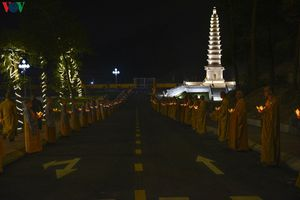 Hơn 6.000 người dự Đại lễ tưởng niệm, thắp nến tri ân Ni sư Diệu Nhân