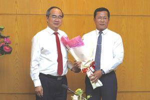 Bí thư Thành ủy TPHCM Nguyễn Thiện Nhân trao quyết định cán bộ tại quận 12