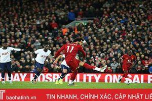 Salah ghi bàn trên chấm 11m, Liverpool ngược dòng đánh bại Tottenham