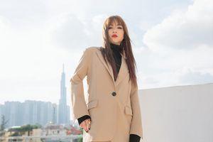 Netizen phản ứng gay gắt trước khoảnh khắc tự nhận mình giống Lisa (Black Pink) của Chung Thương: 'Bớt ảo tưởng đi!'