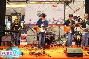 Aeon Mall Bình Tân 'thất thủ' vì sự xuất hiện của Ngọt và Cá Hồi Hoang tại 'Levi's Music Week'