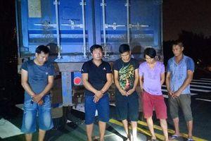Nhóm trộm cắp hạt điều hối lộ lực lượng bảo vệ 20 triệu đồng khi bị bắt quả tang ở Sài Gòn