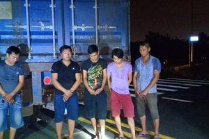 Nhóm trộm hạt điều hối lộ 20 triệu đồng với bảo vệ khi bị bắt quả tang ở Sài Gòn