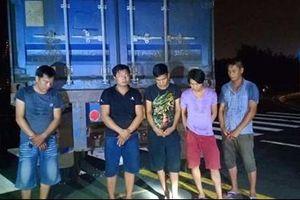 Hai tài xế rủ đồng bọn phá kẹp chì trộm hàng trong container