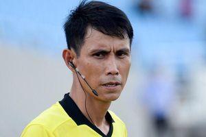 Trợ lý trọng tài FIFA thể hiện đẳng cấp ở trận play-off trụ hạng
