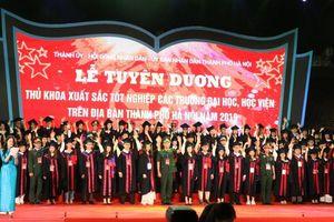 Hà Nội tuyên dương 86 thủ khoa xuất sắc tốt nghiệp đại học năm 2019
