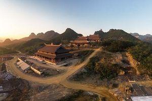 Khu du lịch Tam Chúc: Từ đỉnh 'tam giác vàng' du lịch tâm linh Việt Nam đến ngôi chùa lớn nhất thế giới