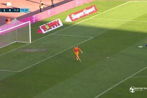 Thủ môn nhận trái đắng vì mừng bàn thắng hụt
