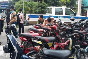 Phạt hàng loạt vi phạm ngày đầu cao điểm xử lý học sinh đi xe máy