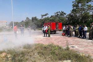 Gần 200 học viên tập huấn chữa cháy, cứu nạn