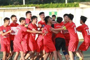 Cầu thủ Đại Mỗ bật khóc sau trận thua á quân THPT Phùng Khắc Khoan