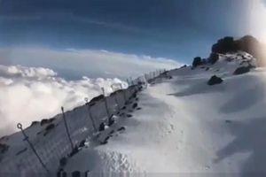 Livestream leo núi Phú Sĩ, người đàn ông trượt té rồi mất tích