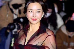 Hoa hậu Hàn Quốc Honey Lee khoe vẻ đầy đặn và gợi cảm