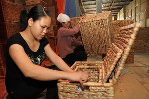 Làng nghề thủ công mỹ nghệ của Hà Nội: Không để yếu vì thiếu nguyên liệu