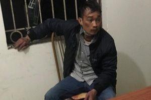 Mang dao và xăng đến tòa hòa giải ly hôn, người đàn ông bị cảnh sát khống chế bắt giữ