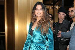 Selena Gomez rạng rỡ, liên tục thay 4 bộ đồ trong buổi quảng bá phim mới