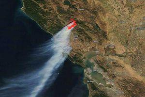 Cháy rừng khủng khiếp ở California nhìn từ không gian