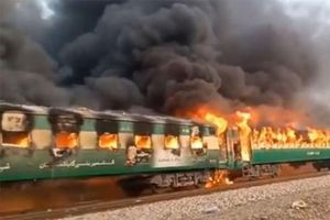 Cháy tàu hỏa ở Pakistan, ít nhất 62 người thiệt mạng