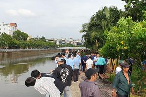 Vớt 1 thi thể nữ mặc đồ tím trôi trên kênh Nhiêu Lộc