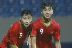 U21 Việt Nam thắng đậm Đại học Hanyang trong mưa lớn