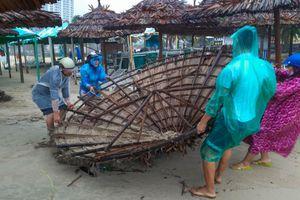 Hàng quán ven biển Đà Nẵng tan hoang sau bão số 5