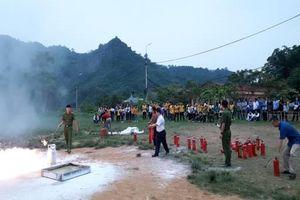 Tập huấn phòng cháy- chữa cháy cho giáo viên, học sinh các trường THPT huyện Chiêm Hóa