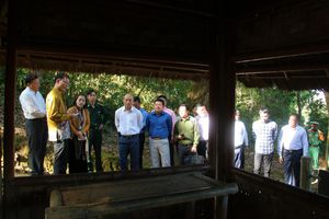 Đoàn đại biểu Bộ Tư lệnh Hiến binh, Quân đội Hoàng gia Campuchia thăm Khu di tích lịch sử Mường Phăng