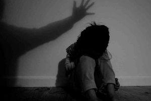Truy tìm đối tượng nghi hiếp dâm bé gái bán vé số