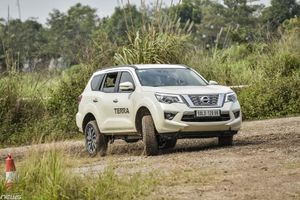 Nissan Terra phiên bản cao cấp giảm đến 200 triệu đồng