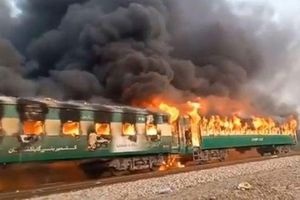 Tin tức thế giới 31/10: Cháy tàu hỏa ở Pakistan, 70 người thiệt mạng