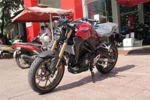 Ảnh chi tiết Honda CB300R tại đại lý, giá 140 triệu đồng