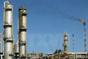 Giá dầu thế giới đi xuống do dự trữ của Mỹ tăng