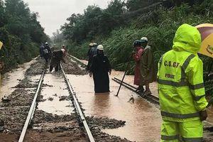 Gần 500 khách đi tàu kẹt tại Bình Định vì bão
