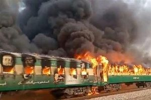 Cháy tàu hỏa tại Pakistan, ít nhất 65 người thiệt mạng