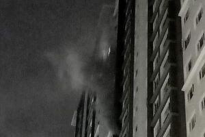 Cháy tủ điện ở tầng 13 chung cư The Park Residence, cư dân hoảng loạn trong đêm