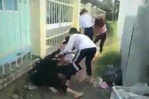 Xôn xao clip nữ sinh lớp 8 hành hung nữ sinh lớp 6 ở Đồng Tháp