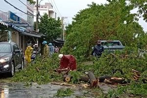 Ảnh hưởng bão số 5, nhiều xã huyện miền núi bị chia cắt do mưa lũ