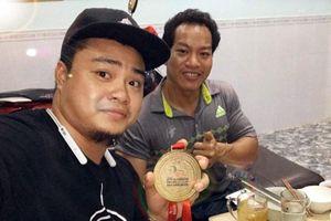 Lực sỹ Lê Văn Công bán HCV World Cup được 125 triệu đồng