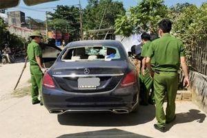 Bất ngờ thông tin về vết máu trên chiếc xe Mercedes bị đập vỡ kính