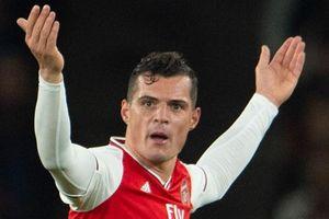 Đội trưởng Arsenal bị gạch tên sau vụ văng tục với CĐV