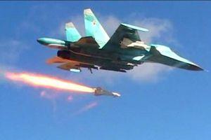 Khoảnh khắc Không lực Nga phá hủy kho vũ khí của quân thánh chiến ở Idlib, Syria