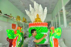 Sinh viên Trà Vinh tất bật làm hoa đăng cho lễ hội Ok Om Bok