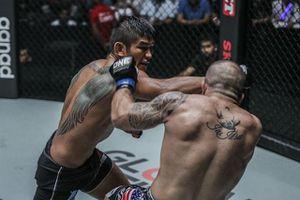 'Mãng xà Miến Điện' tung đòn siêu hiểm hạ knock-out võ sĩ Mỹ