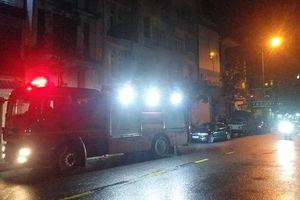 Đà Nẵng: Phá cửa cuốn cứu 3 người mắc kẹt trong đám cháy lúc rạng sáng