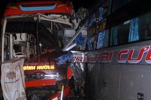Ba xe khách tông liên hoàn trong đêm trên đường Hồ Chí Minh