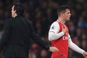 Xhaka bị loại khỏi đội hình Arsenal