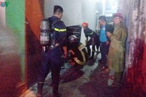 Cứu 3 người mắc kẹt trong đám cháy cửa hàng điện máy