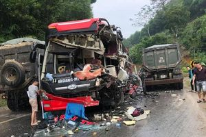 Tuyên Quang: Xe khách va chạm xe ben làm nhiều người nhập viện